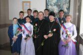 pervyie-vyipuskniki-direktor-duhovnik-i-pervaya-uchitelnitsa